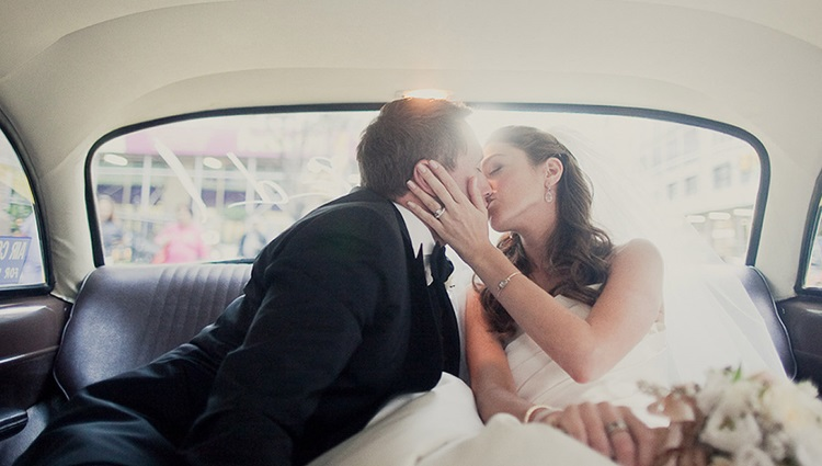 newly weds in the car kissing